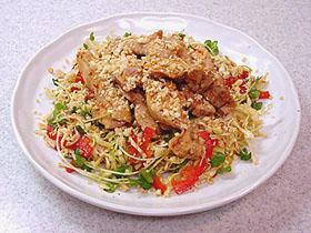 鶏肉とナッツのアジアンサラダ