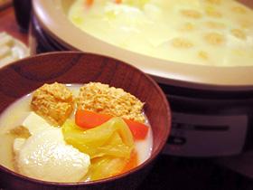 ピリ辛鶏団子入り豆乳湯豆腐