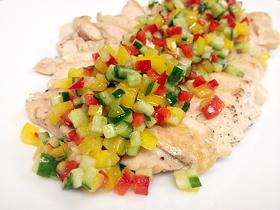 やわらか蒸し鶏の夏野菜サルサ