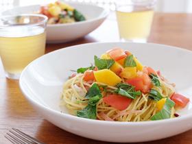 桃とトマトのペペロンスパゲティー