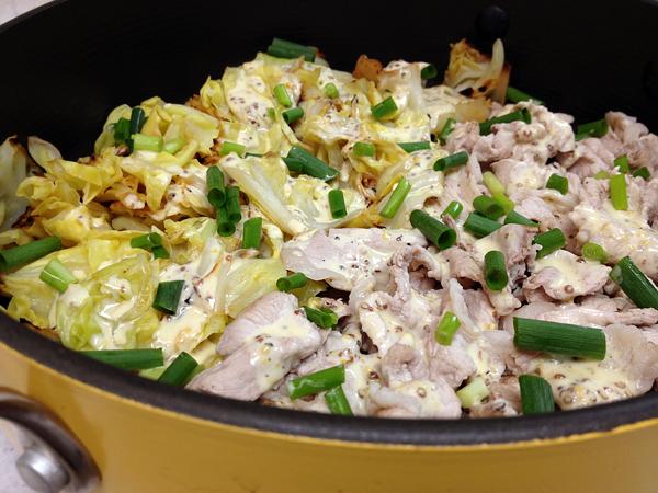 豚とキャベツの蒸し鍋マスタードマヨソース